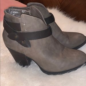 Women's xoxo ankle boots size 7